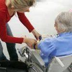 Îngrijitoarele pentru bătrâni la mare căutare în Italia. Cerere mare, ofertă mică